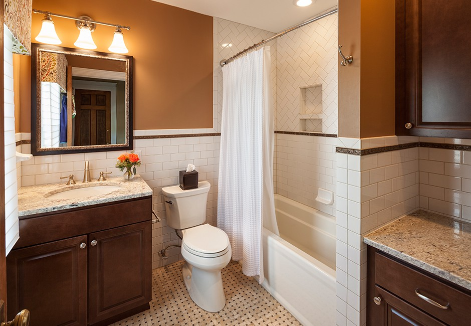 a view of a full bathroom